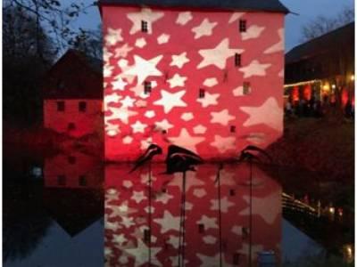 Besucherrekord beim Weihnachtsmarkt in Much – Illuminierte Burg Overbach das besondere Highlight